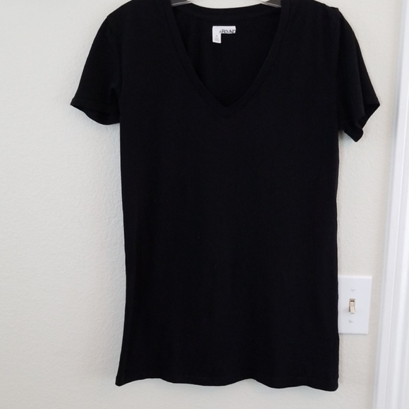Abound Tops - ABOUND v-neck t-shirt